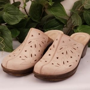 Bass leather size 8M women's clogs